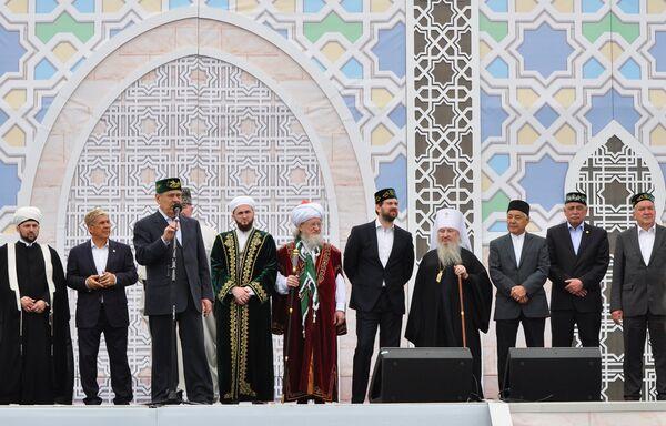 Участники закладки первого камня Болгарской исламской академии