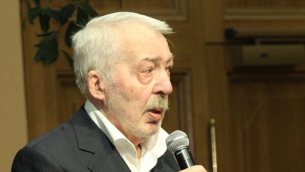 Писатель Андрей Битов. Архивное фото