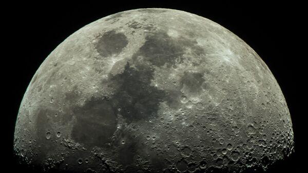 Рогозин объяснил, почему многие не верят в высадку американцев на Луну