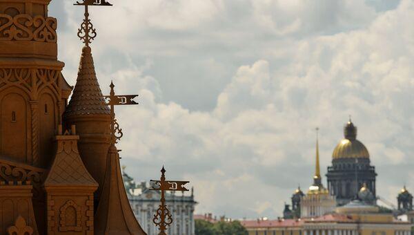 У Петропавловской крепости в Санкт-Петербурге. Архивное фото