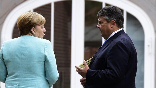 Канцлер Германии Ангела Меркель и вице-канцлер Зигмар Габриэль. Архивное фото