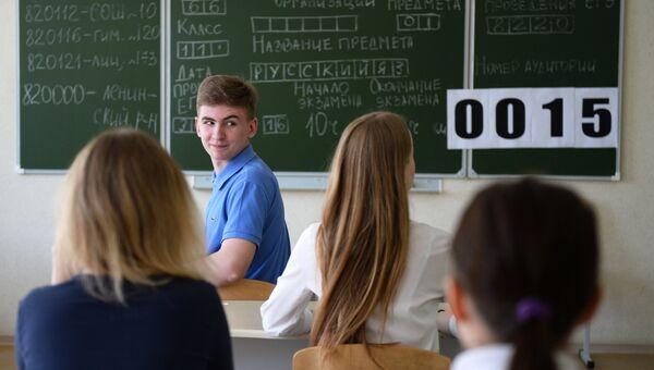 Курсанты Омского кадетского корпуса перед началом единого государственного экзамена по русскому языку в лицее №66 города Омска