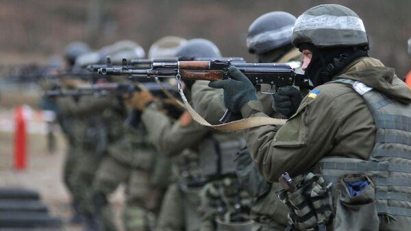 Военнослужащие Украины во время обучения по методике НАТО на полигоне в Золочевском районе Львовской области. Архивное фото