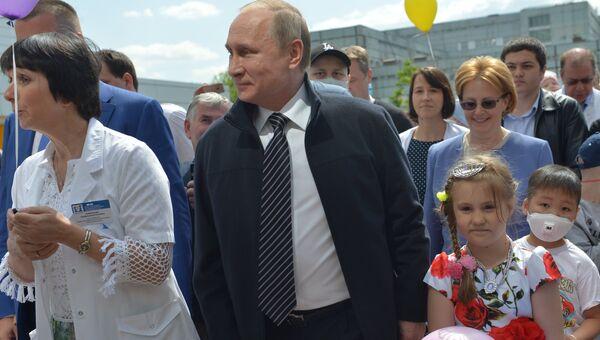Президент РФ В. Путин посетил детский гематологический центр имени Димы Рогачева