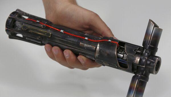 Рукоятка, изготовленная на студии Pinewood Studios в Англии