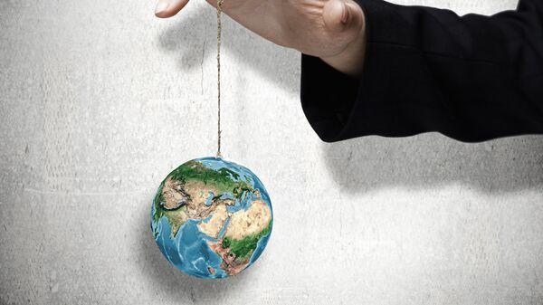 Земной шар на ниточке