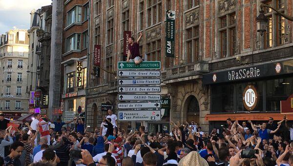Английские фанаты на улицах Лилля, Франция