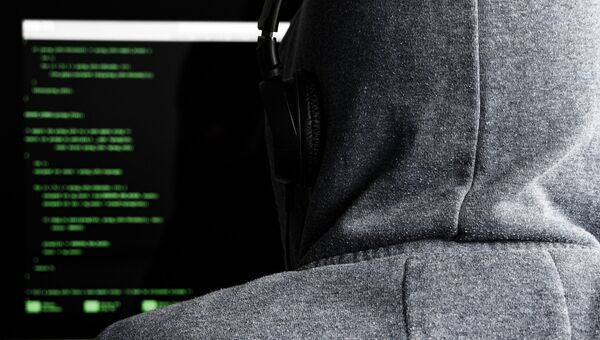 Хакер за компьютером.Архивное фото
