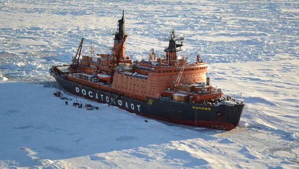 Российский ледокол в Арктике, архивное фото