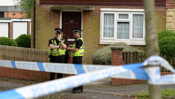 Полицейские у дома подозреваемого в связи с убийством британского депутата Джо Кокс в Бристалле. Архивное фото