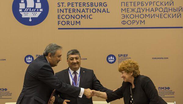 Подписание соглашения между Coca-Cola и Российским Красным Крестом в рамках XX Петербургского международного экономического форума