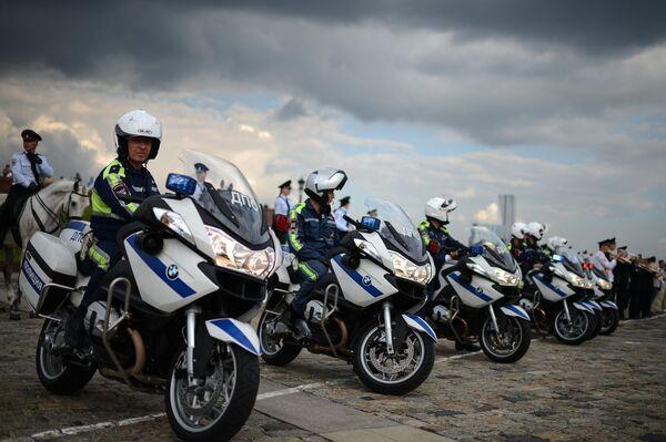 Мотоциклисты 2-го Отдельного батальона ГИБДД во время парада, приуроченного к Дню памяти и скорби, в Парке Победы на Поклонной горе в Москве