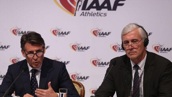 Президент Международной ассоциации легкоатлетических федерации (IAAF) Себастьян Коу и глава инспекционной комиссии IAAF по контролю за действиями Всероссийской федерации легкой атлетики Руне Андерсен на пресс конференции по итогам заседания Совета IAAF