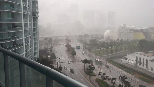 Дождь из мебели в Майами