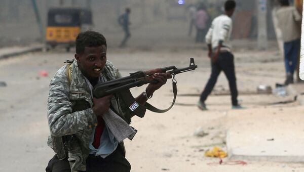 Солдаты армии Сомали во время перестрелки с боевиками Аш-Шабаб, 25 июня 2016
