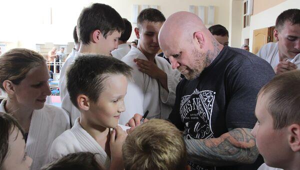 Боец ММА американец Джефф Монсон в ЛНР. Архивное фото