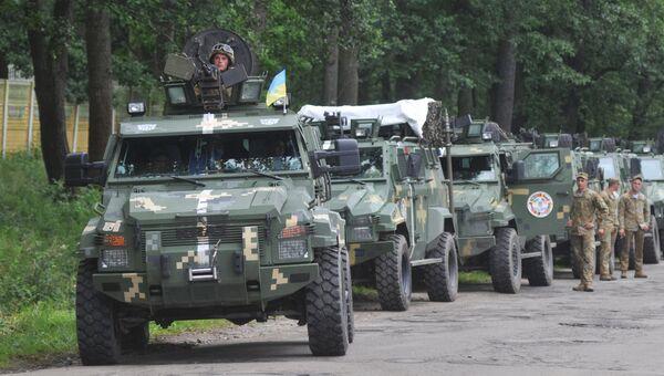 Колонна бронеавтомобилей КРАЗ во время Международных военных учений Rapid trident-2016 во Львовской области. 27 июня 2016