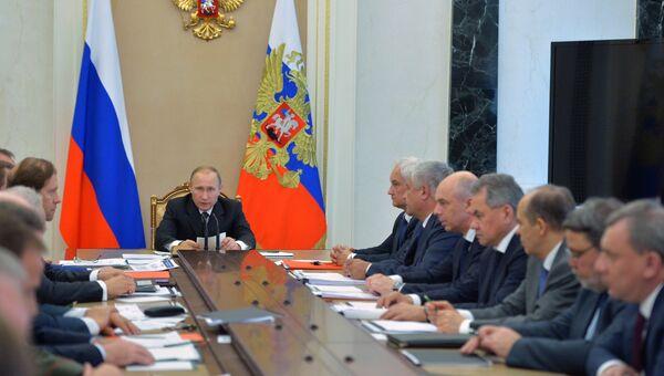Президент РФ Владимир Путин проводит в Кремле совещание военно-промышленной комиссии. 28 июня 2016