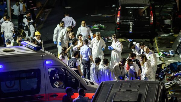 На месте теракта в аэропорту Стамбула. 29 июня 2016
