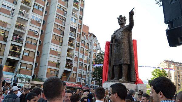 Памятник сербскому князю Лазарю в Косовской Митровице