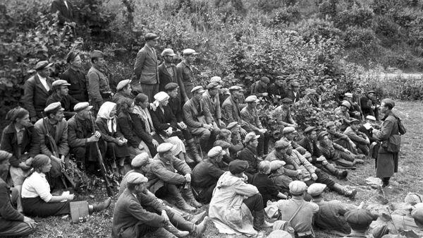 Бойцы первого партизанского отряда, организованного под Смоленском. Великая Отечественная война 1941-1945 гг.