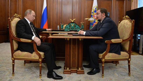 Президент России Владимир Путин и президент Общероссийской общественной организации Деловая Россия Алексей Репик во время встречи в Кремле. 30 июня 2016