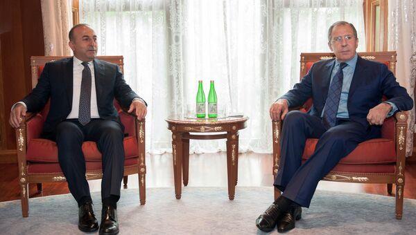 Министр иностранных дел Российской Федерации Сергей Лавров (справа) и министр иностранных дел Турции Мевлют Чавушоглу