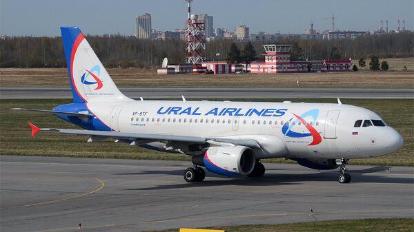 Самолет Airbus A319-112 авиакомпании Уральские авиалинии в аэропорту Пулково