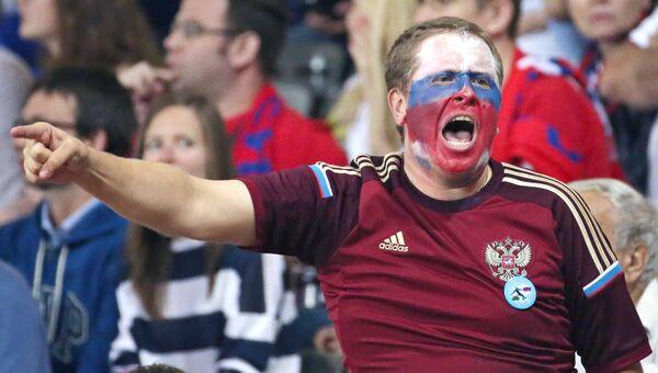 Российский болельщик во время матча Евро-2016 между сборными России и Уэльса