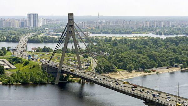 Вид на московский проспект и мост в Киеве