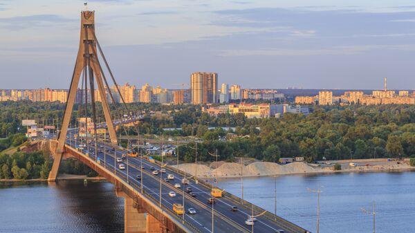Вид на Московский проспект и мост в Киеве. Архивное фото