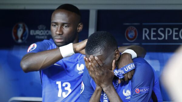Футболисты сборной Франции по футболу после поражения от сборно Португалии в финале ЧЕ-2016