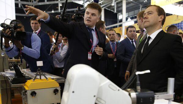 Премьер-министр РФ Д. Медведев на VII Международной промышленной выставке Иннопром в Екатеринбурге