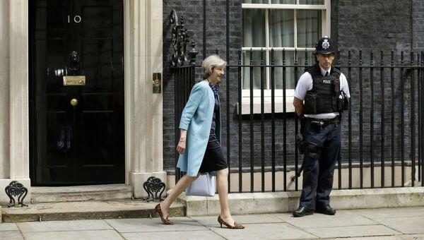 Британский политик Тереза Мэй на Даунинг-стрит, 10 в Лондоне