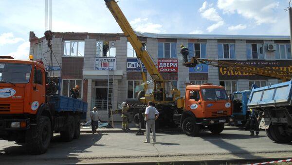 Спецтехника на месте обрушения здания в Кемерово