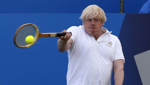 Борис Джонсон во время благотворительного теннисного матча в Лондоне