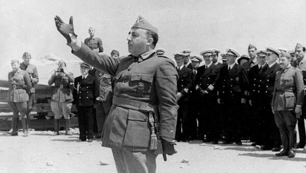 Генералиссимус Франциско Франко у города Винарос. Архивное фото