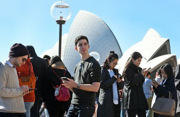 Игроки в Pokemon Go возле Сиднейского оперного театра, Австралия