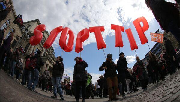 Акция протеста против соглашений о трансатлантической торговле в Европе в Ганновере