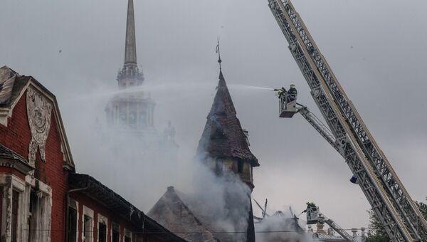 Пожар на территории бывшего пивзавода Трёхгорный (Бадаевский) в Москве. Архивное фото