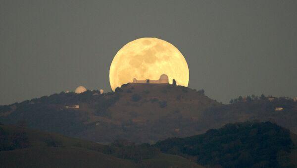 Полная луна в Калифорнии. Архивное фото