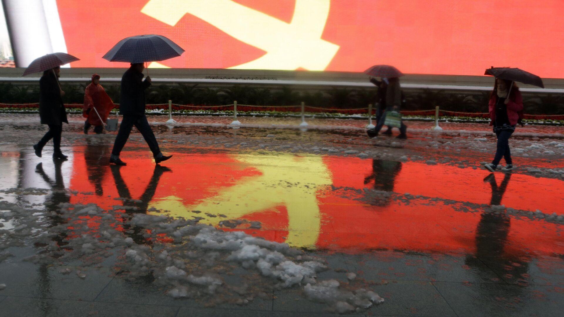 Флаг Коммунистической партии Китая на площади Тяньаньмэнь в Пекина, КНР - РИА Новости, 1920, 19.09.2020