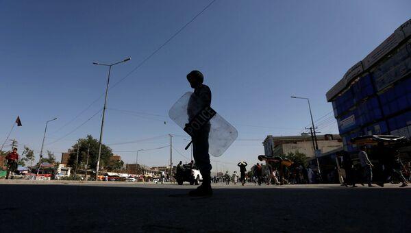 Афганский полицейский в Кабуле, 23 июля 2016