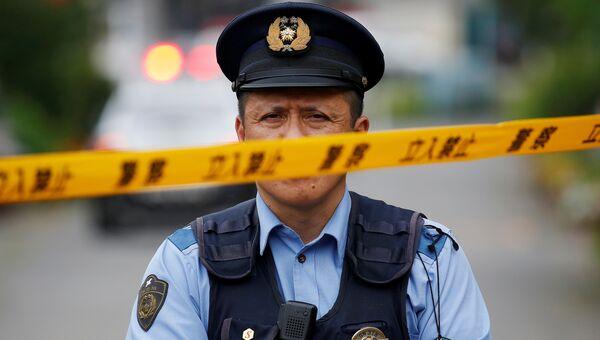 Полицицейский у интерната для инвалидов Сад лилий в Цукуи под Токио