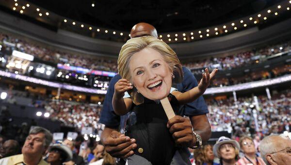 Сторонники кандидата в президенты США Хиллари Клинтон во время общенационального съезда Демократической партии в Филадельфии. 26 июля 2016 года
