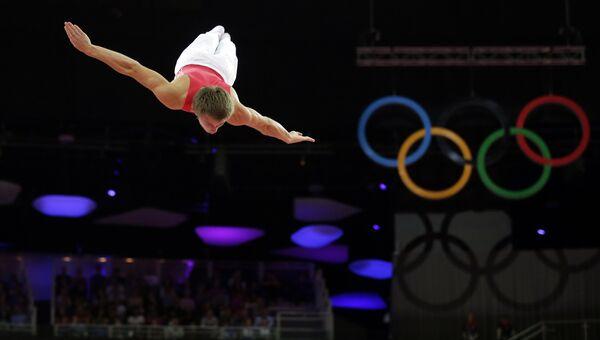 Россиянин Дмитрий Ушаков в мужском финале прыжков на батуте на летних Олимпийских играх 2012 в Лондоне. Архивное фото
