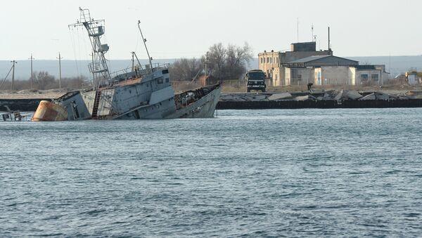 Затопленные корабли на озере Донузлав в Крыму. Архивное фото