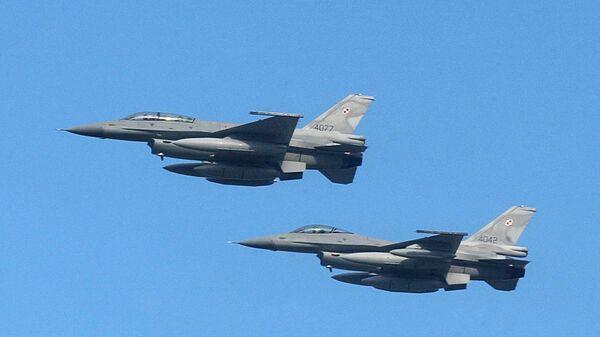 Пара истребителей F-16 ВВС Польши