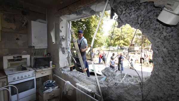 Одна из разрушенных квартир в пятиэтажном доме, в Ясиноватой в Донбассе, пострадавшем в результате обстрела города со стороны украинских силовиков. Архивное фото