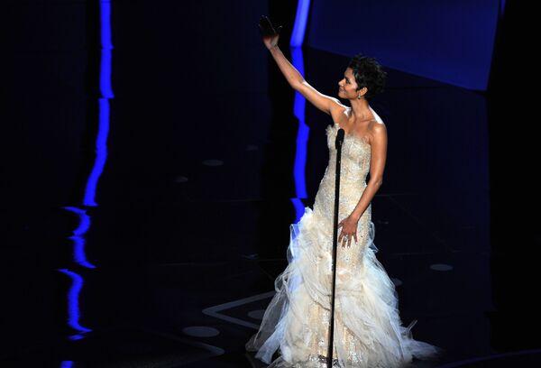 Американская актриса Холли Берри во время 83-й церемонии вручения премии Annual. 2011 год